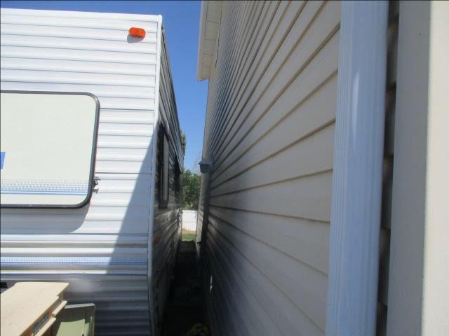30x20 Unpaved Lot self storage unit