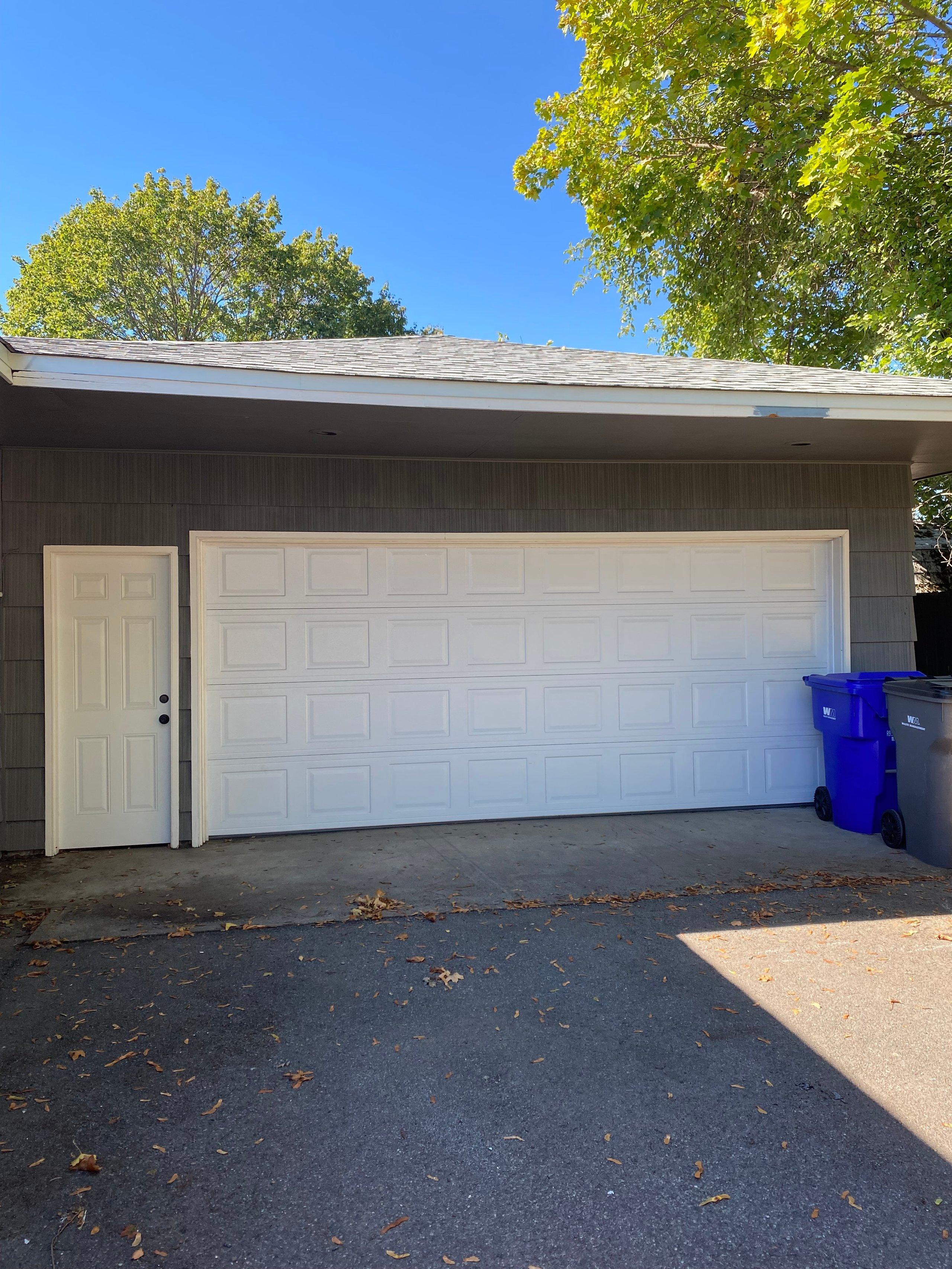 25x22 Garage self storage unit