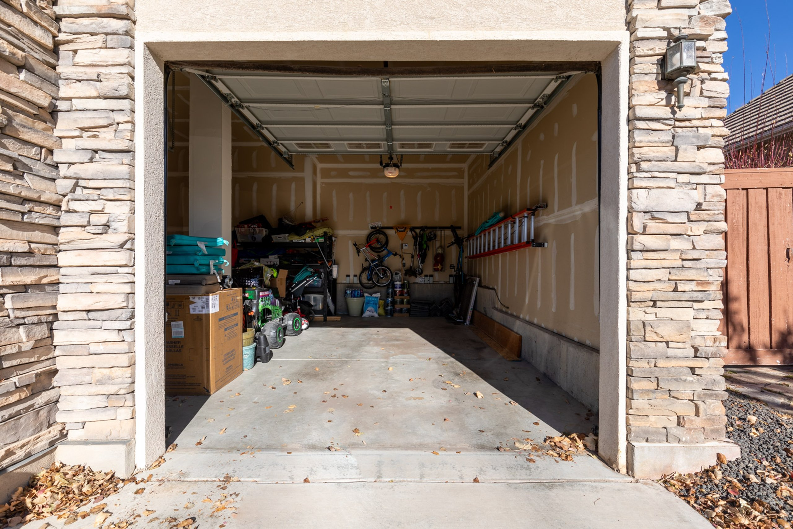 15x25 Garage self storage unit