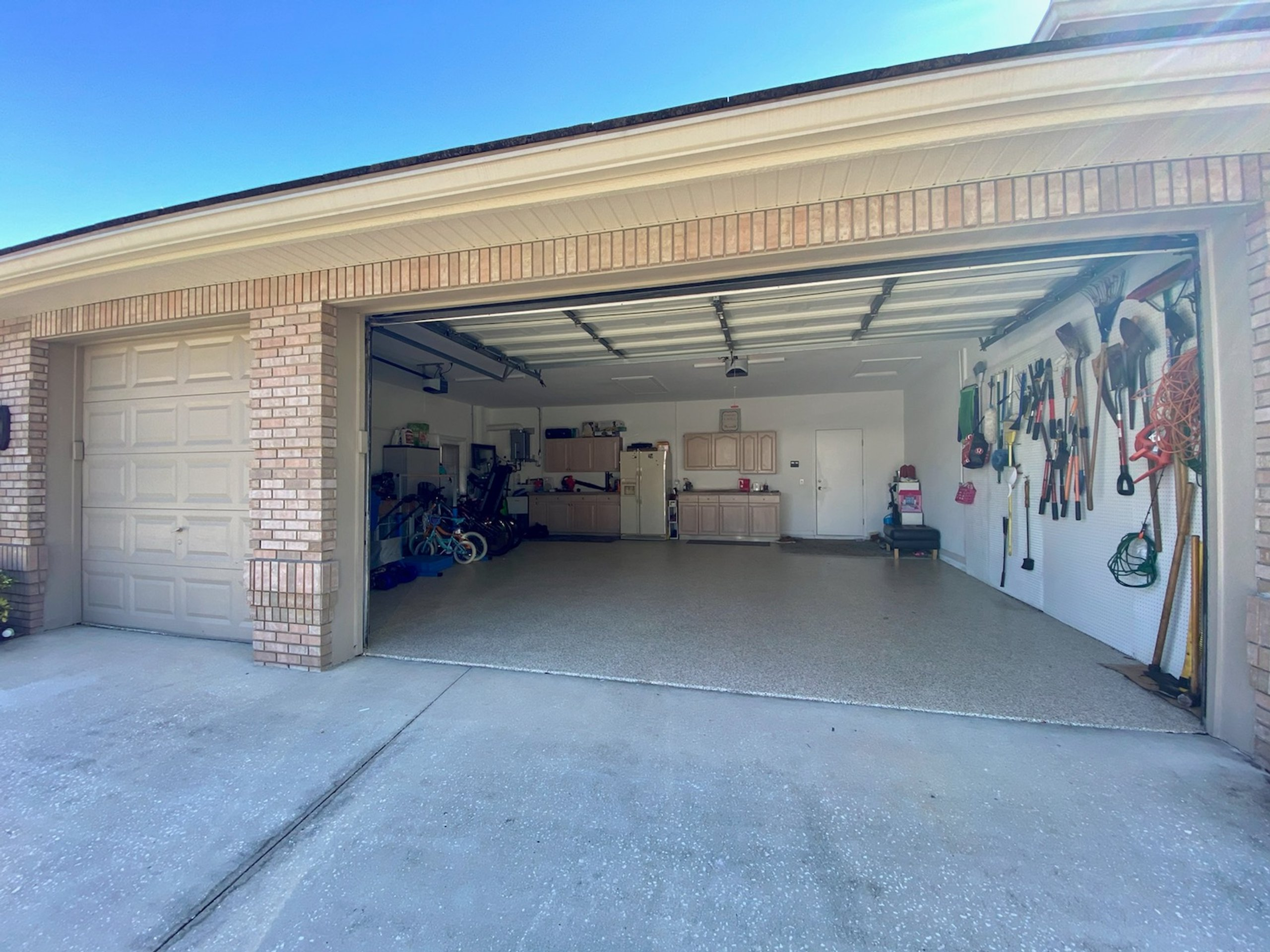 27x30 Garage self storage unit