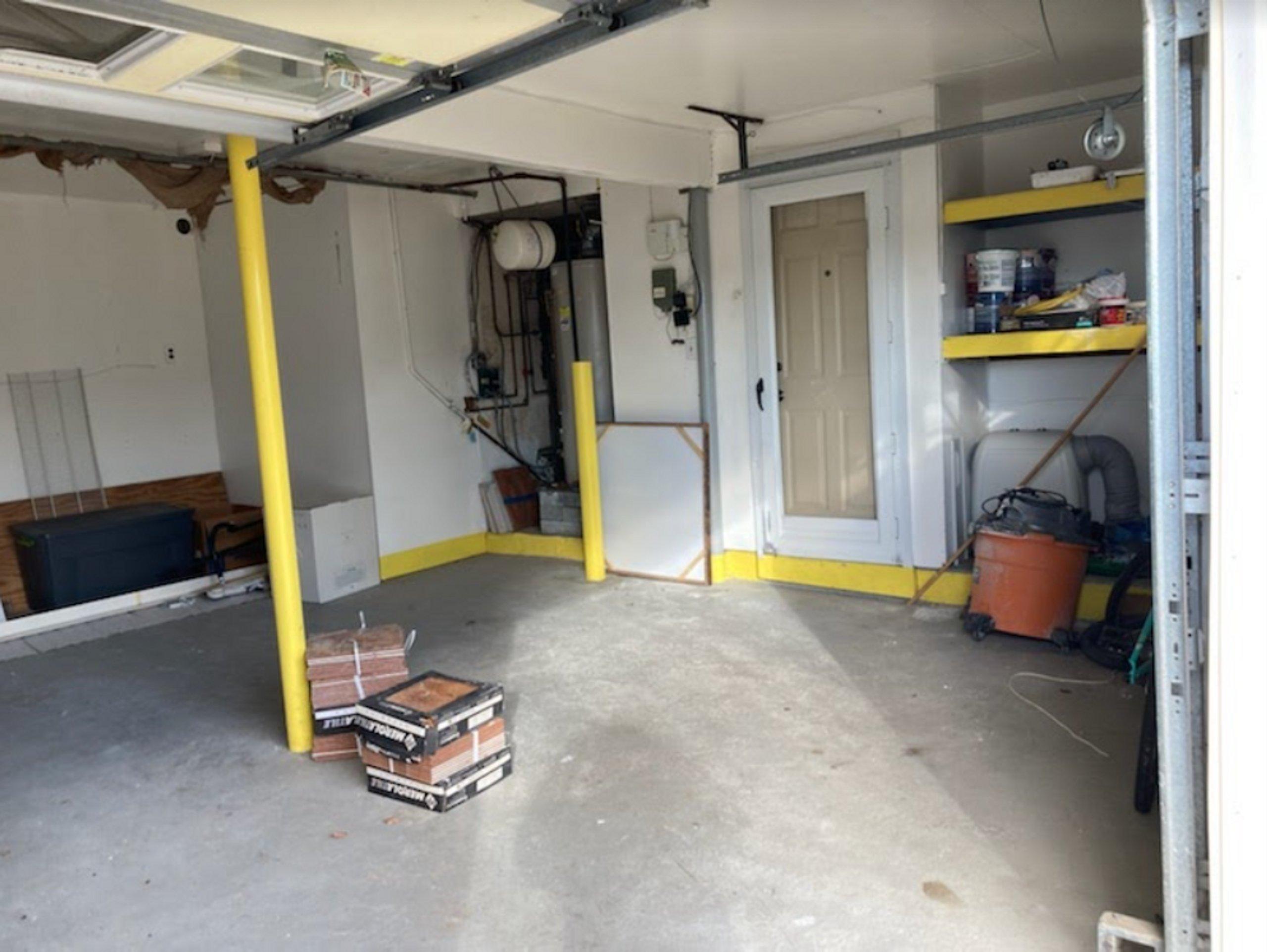 20x18 Garage self storage unit