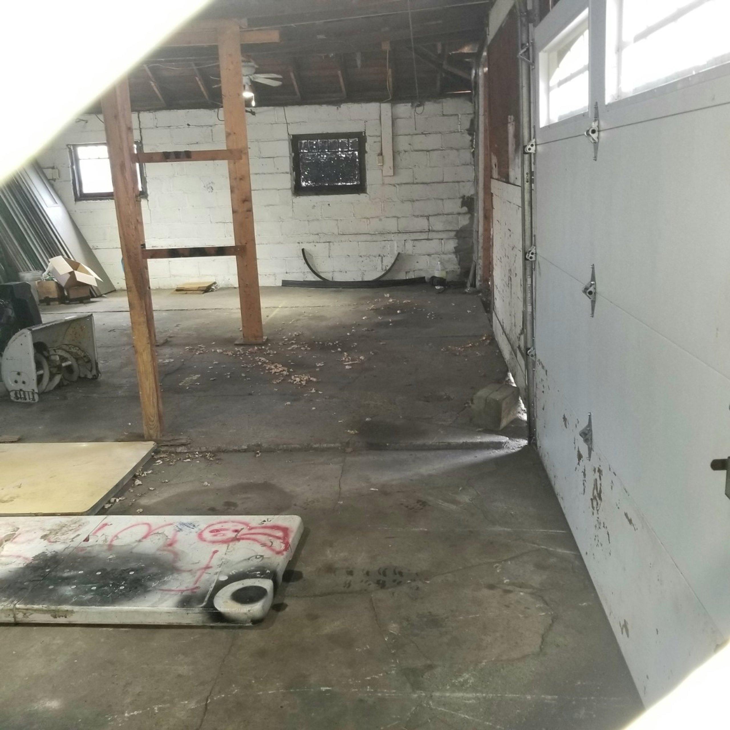 25x28 Garage self storage unit