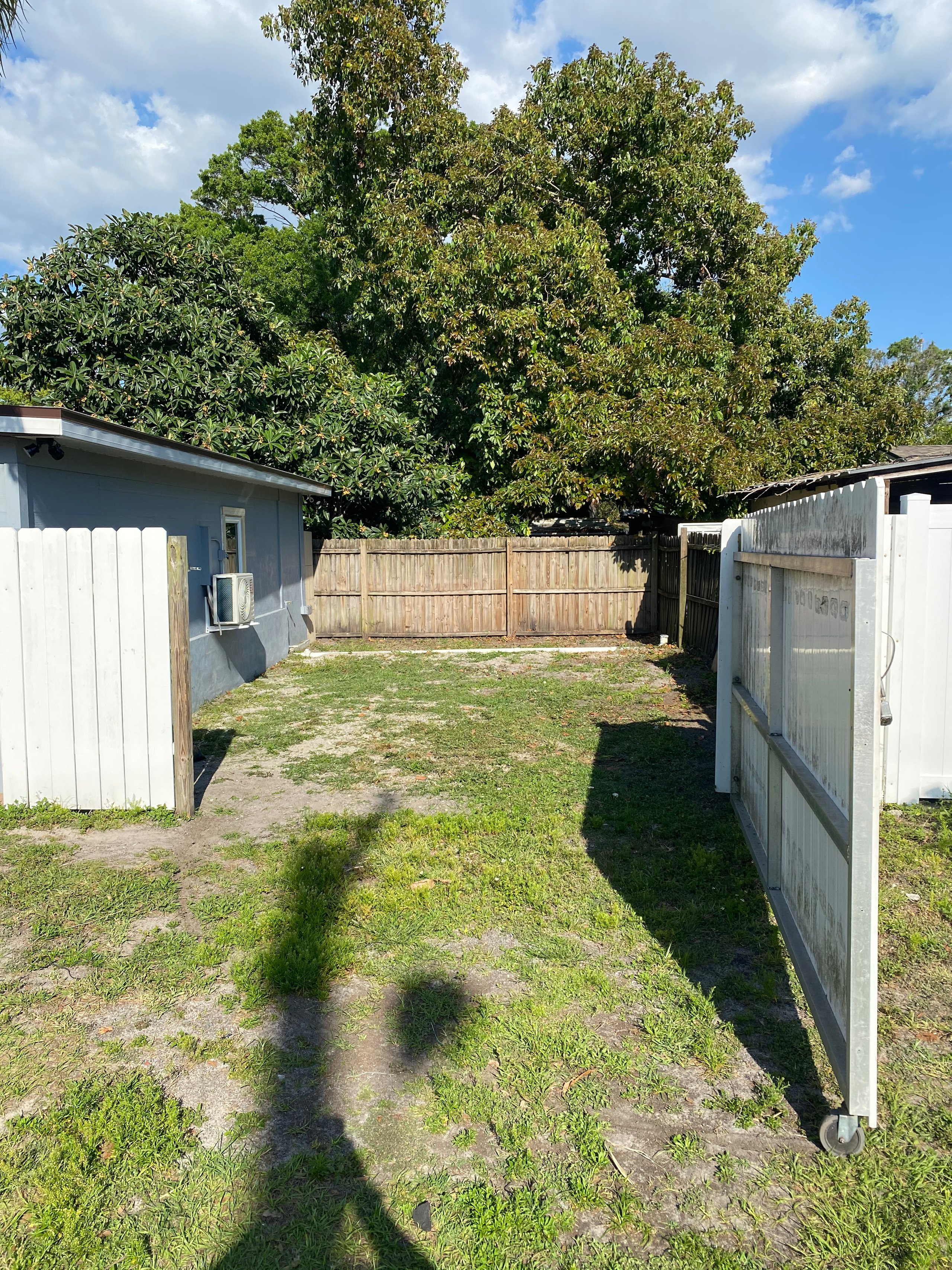 30x18 Unpaved Lot self storage unit